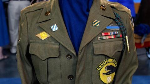 Antiques Roadshow -- S16 Ep14: Appraisal: WWII 3rd Infantry Ike Jacket & Fighting