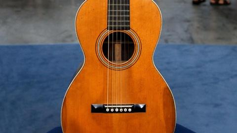 Antiques Roadshow -- S16 Ep14: Appraisal: 1899 C. F. Martin Model 1-21 Guitar
