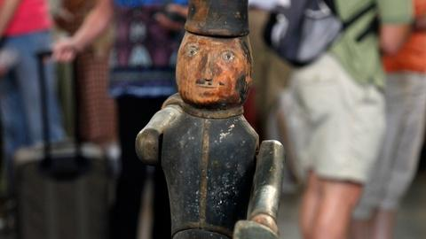 Antiques Roadshow -- S16 Ep17: Appraisal: Carved Soldier Whirligig, ca. 1860
