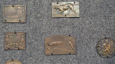 Antiques Roadshow -- S21 Ep25: Appraisal: Bronze Medallions, ca. 1910