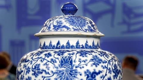 Antiques Roadshow -- S18 Ep1: Appraisal: Late-17th-Century Chinese Porcelain Jars