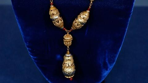 Antiques Roadshow -- S18 Ep1: Appraisal: Chanel Costume Jewelry Necklace, ca. 194