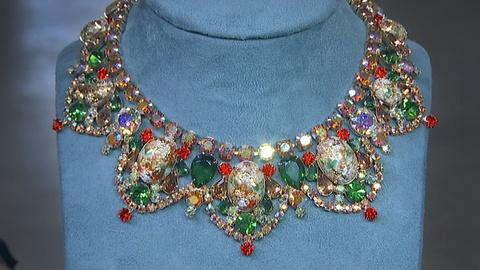 "Antiques Roadshow -- S18 Ep2: Appraisal: D&E Bib ""Easter Egg"" Rhinestone Necklace"