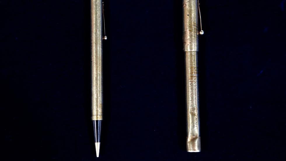 S18 Ep3: Appraisal: 1932 Amelia Earhart Pen & Pencil Set image