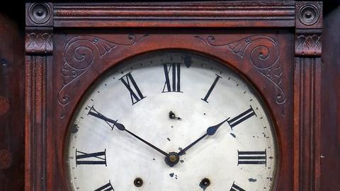 Antiques Roadshow -- S18 Ep5: Appraisal: Seth Thomas Wall Clock, ca. 1890