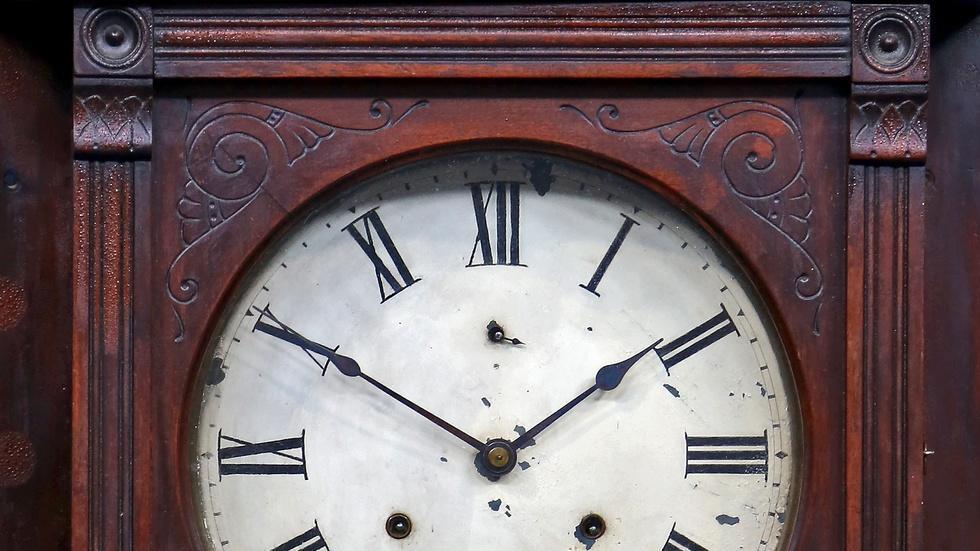 S18 Ep5: Appraisal: Seth Thomas Wall Clock, ca. 1890 image