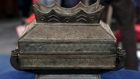 Antiques Roadshow -- S18 Ep6: Appraisal: Chinese Bronze Fu, ca. 1873