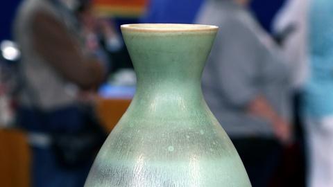 Antiques Roadshow -- S18 Ep6: Appraisal: Mid-20th-Century Rörstrand Porcelain Vas