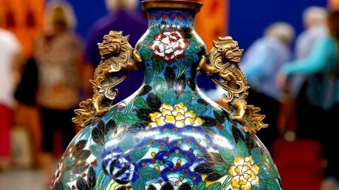 Antiques Roadshow -- S18 Ep8: Appraisal: Chinese Cloisonné Moon Flask, ca. 1800