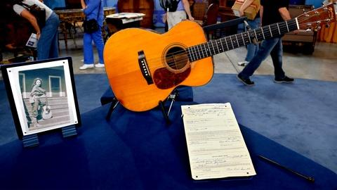Antiques Roadshow -- S18 Ep8: Appraisal: 1938 C.F. Martin 000-21 Guitar