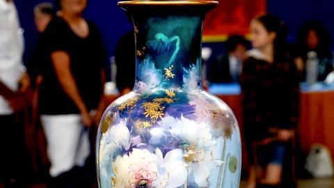 Antiques Roadshow -- S18 Ep10: Appraisal: Royal Doulton Vase, ca. 1895