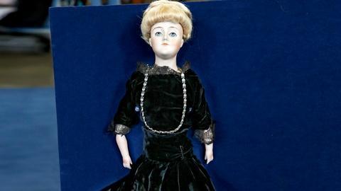 """Antiques Roadshow -- S18 Ep10: Appraisal: J. D. Kestner """"Gibson Girl"""" Doll, ca. 1"""