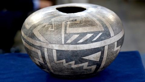 Antiques Roadshow -- S18 Ep11: Appraisal: Anasazi Ceramic Vessels