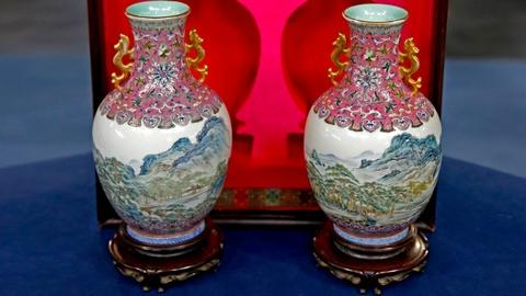Antiques Roadshow -- S18 Ep13: Appraisal: Chinese Republic Period Enamel Vases