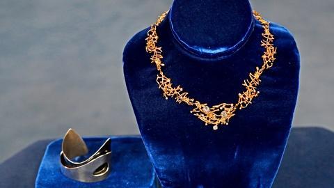 Antiques Roadshow -- S18 Ep13: Appraisal: Ed Weiner Bracelet & Necklace