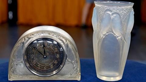 Antiques Roadshow -- S18 Ep14: Appraisal: René Lalique Clock & Vase