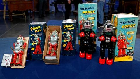Antiques Roadshow -- S18 Ep15: Appraisal: Japanese Spaceman & Robot Toys, ca. 196