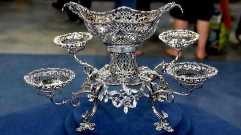 Antiques Roadshow -- S18 Ep17: Appraisal: 1765 Thomas Pitts Silver Epergne