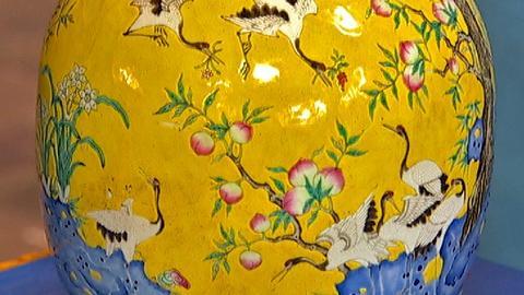 Antiques Roadshow -- S18 Ep18: Appraisal: Chinese Enamel Decorated Porcelain Vase