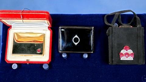 Antiques Roadshow -- S18 Ep18: Appraisal: Ostertag Minaudière & Cartier Compacts