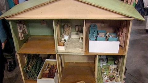 Antiques Roadshow -- S18 Ep29: Appraisal: Doll House, ca. 1930