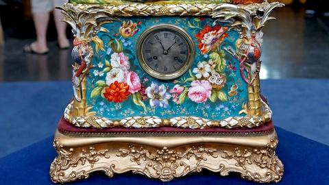 Antiques Roadshow -- S18 Ep19: Appraisal: French Porcelain Clock, ca. 1840