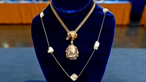 Antiques Roadshow -- S18 Ep19: Appraisal: Tennessee River Pearl Jewelry, ca. 1940