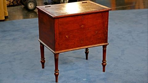 Antiques Roadshow -- S18 Ep19: Appraisal: Sugar Chest with Added Inlay, ca. 1830