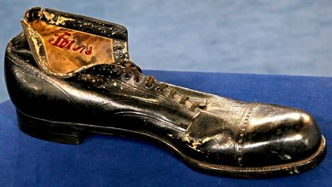 Antiques Roadshow -- S18 Ep19: Appraisal: Robert Wadlow's Custom Shoe, ca. 1934