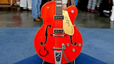 Antiques Roadshow -- S18 Ep20: Appraisal: 1956 Gretsch 6120 Guitar with Case