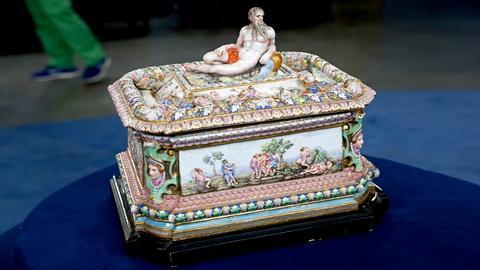 Antiques Roadshow -- S18 Ep24: Appraisal: Capodimonte-Style Porcelain Box, ca. 18