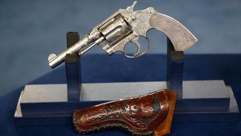 Antiques Roadshow -- S18 Ep32: Appraisal: Colt Lawman's Revolver Group, ca. 1920