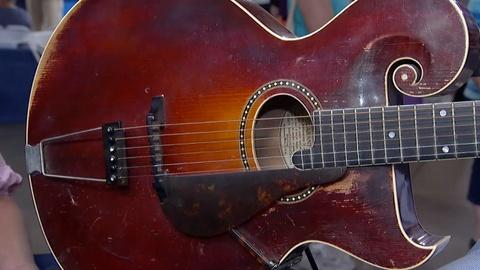 "Antiques Roadshow -- S18 Ep32: Appraisal: ""Style O Artist"" Acoustic Guitar"