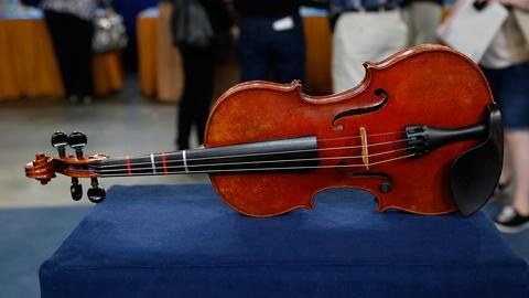 Antiques Roadshow -- S18 Ep33: Appraisal: Sartory Bow & German Violin