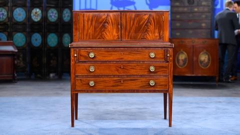 Antiques Roadshow -- S19 Ep2: Appraisal: Inlaid Ladies Writing Desk, ca. 1805