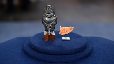 Antiques Roadshow -- S19 Ep2: Appraisal: Mezcala Figure & Mayan Pendant