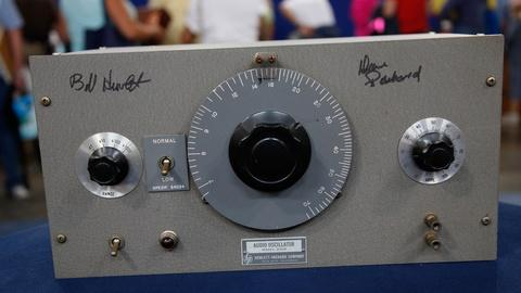 Antiques Roadshow -- Hewlett-Packard Model 200D Signed Audio Oscillator, ca. 1942