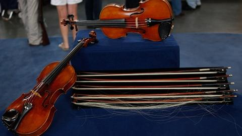 Antiques Roadshow -- S14 Ep17: Appraisal: Czech Violins & Various Bows