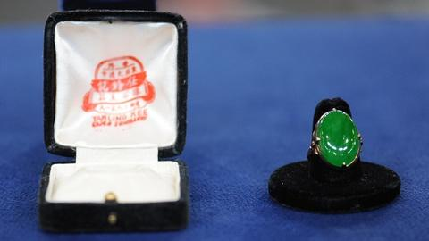 Antiques Roadshow -- S19 Ep6: Appraisal: Jade Ring with Case, ca. 1940