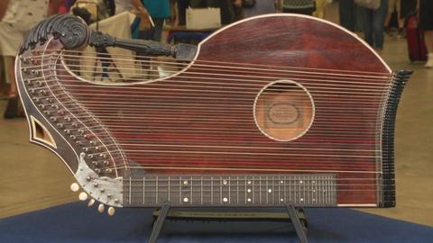 Antiques Roadshow -- S19: Web Appraisal: Ernst Hoyer Concert Zither, ca. 1930