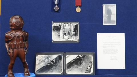 Antiques Roadshow -- S19 Ep7: Appraisal: Squalus Rescue Group