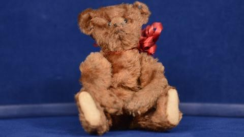 Antiques Roadshow -- S19 Ep7: Appraisal: Steiff Teddy Bear, ca. 1905