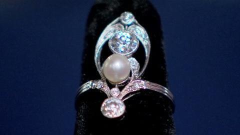 Antiques Roadshow -- S19 Ep8: Appraisal: French Art Nouveau Diamond & Natural Pea