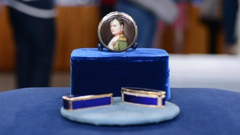 Antiques Roadshow -- S19 Ep9: Appraisal: Enamel Snuff & Jewel Boxes