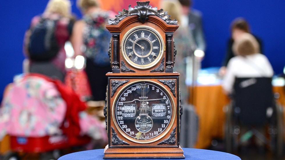 S19 Ep11: Appraisal: Ithaca Calendar Shelf Clock, ca. 1880 image