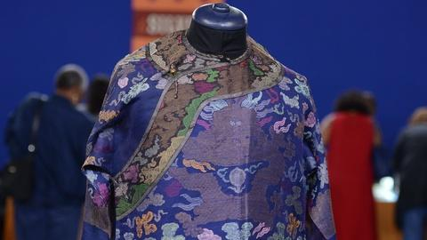Antiques Roadshow -- S19 Ep11: Appraisal: Chinese Summer Robe, ca. 1905