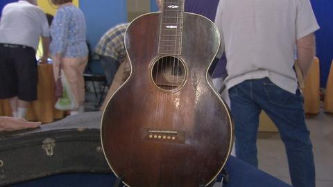 Antiques Roadshow -- Appraisal: 1938 Gibson A-Style Guitar