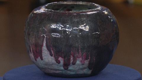 Antiques Roadshow -- S19 Ep15: Appraisal: Glen Lukens Art Pottery Vase, ca. 1950