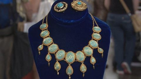 Antiques Roadshow -- S19 Ep18: Appraisal: Gold Necklace & Brooches