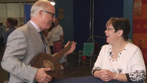 Antiques Roadshow -- S19 Ep17: Bonus Video: Hear the Folk Art Banjo!